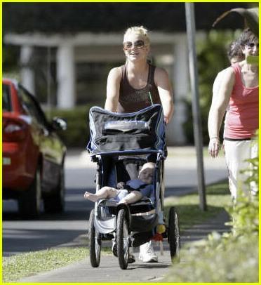 britney spears stroller11200921