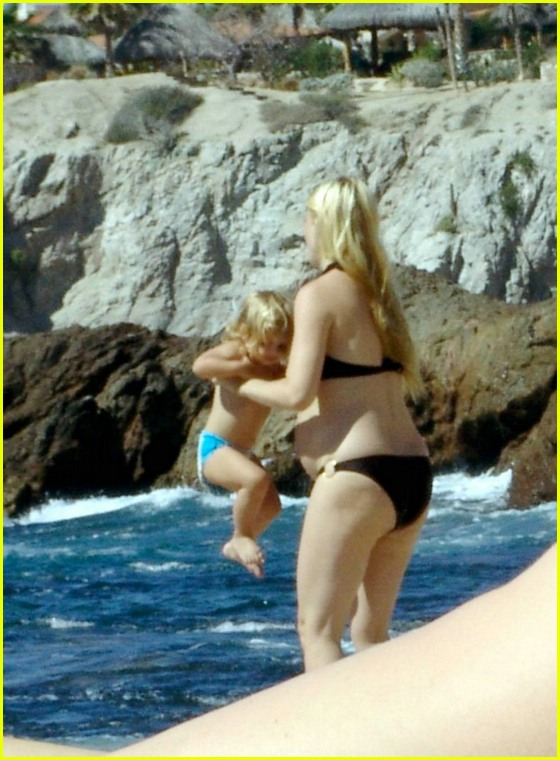 pregnant gwyneth paltrow apple martin06