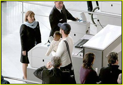 brad angelina airport51