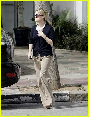 reese witherspoon jogging coffee05