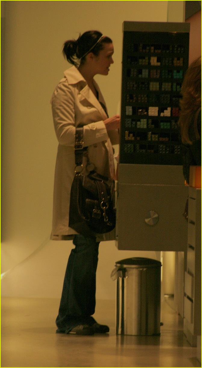mandy moore shopping08