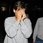 tobey maguire hiding face05
