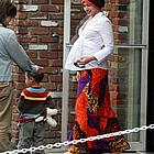 gwen stefani maternity wear42