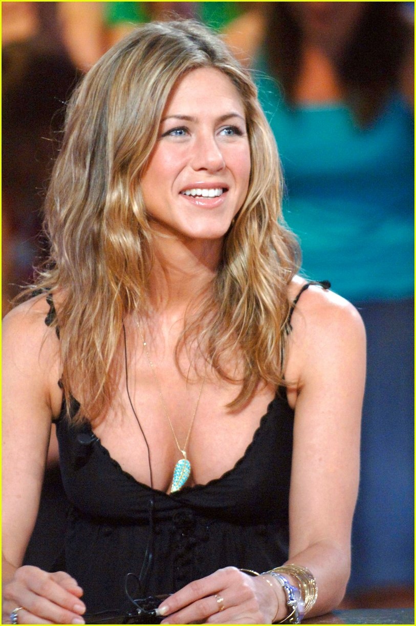 Jennifer Aniston Tries To Quit Smoking S