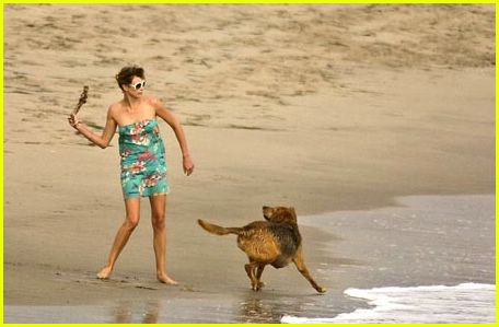 Charlize Theron: Beach Pictures: Photo 255901 | Charlize ...