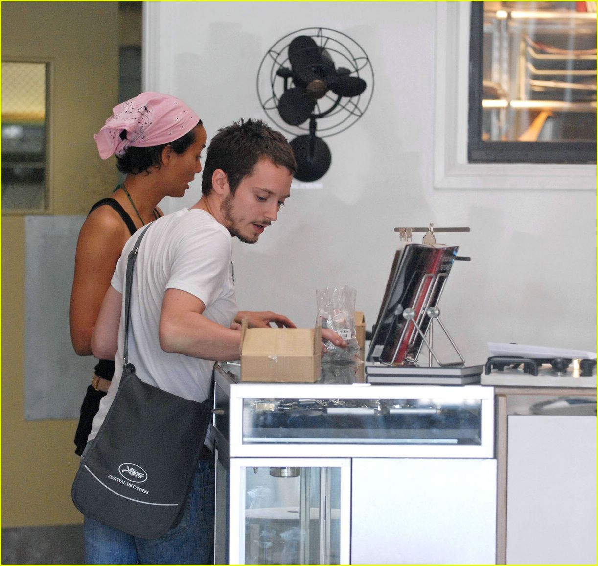 Elijah Wood Girlfriend http://www.justjared.com/photo-gallery/266481/elijah-wood-girlfriend-06/