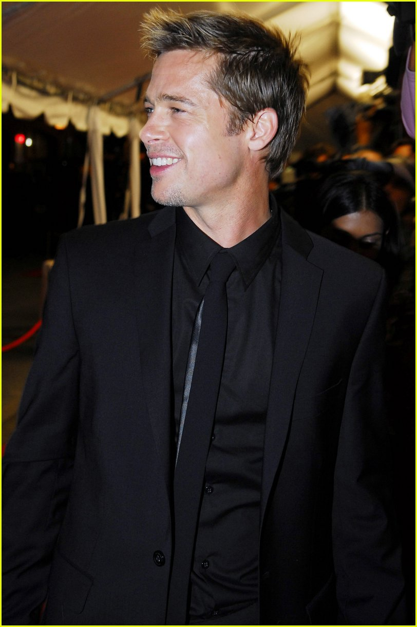 Bonkers for brad photo 641 brad pitt pictures just jared for Black suit with black shirt and tie