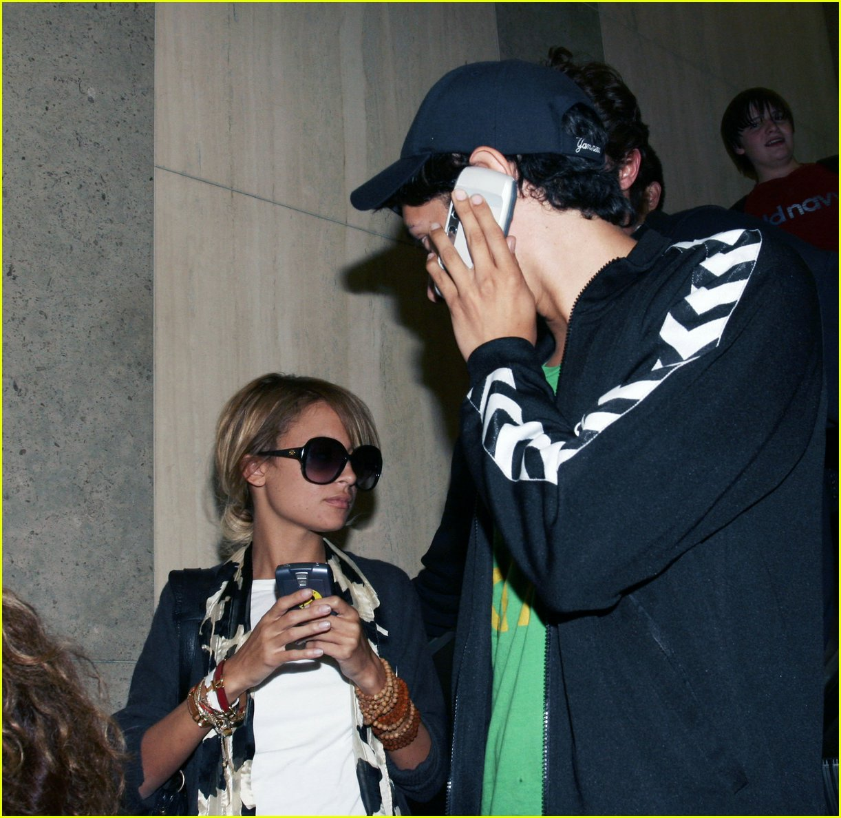 Nicole Richie & Brody Jenner Holding Hands Nicole Richie