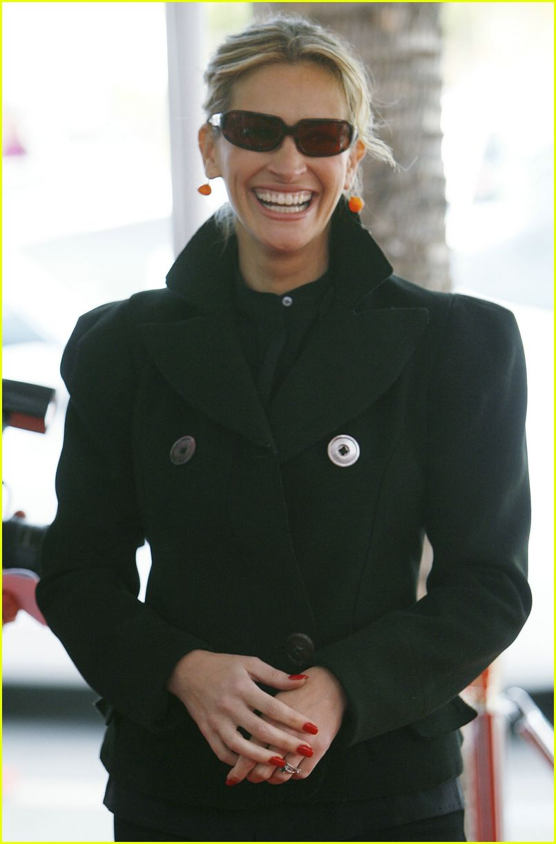 julia roberts sunglasses 012422862
