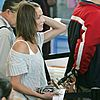 cameron-diaz-drew-barrymore-airport-10.jpg