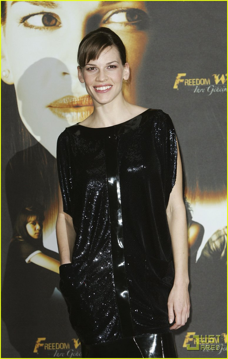hilary swank minidress 01