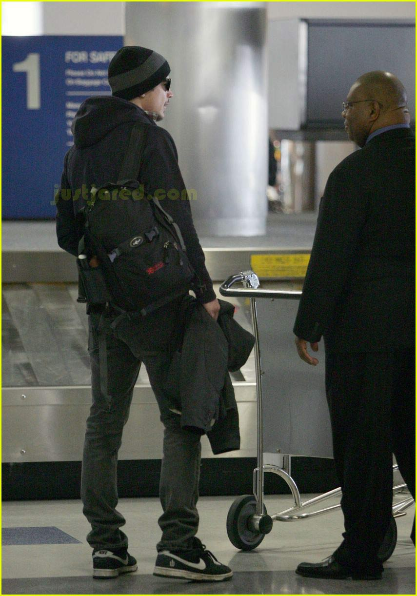 josh hartnett airport 05