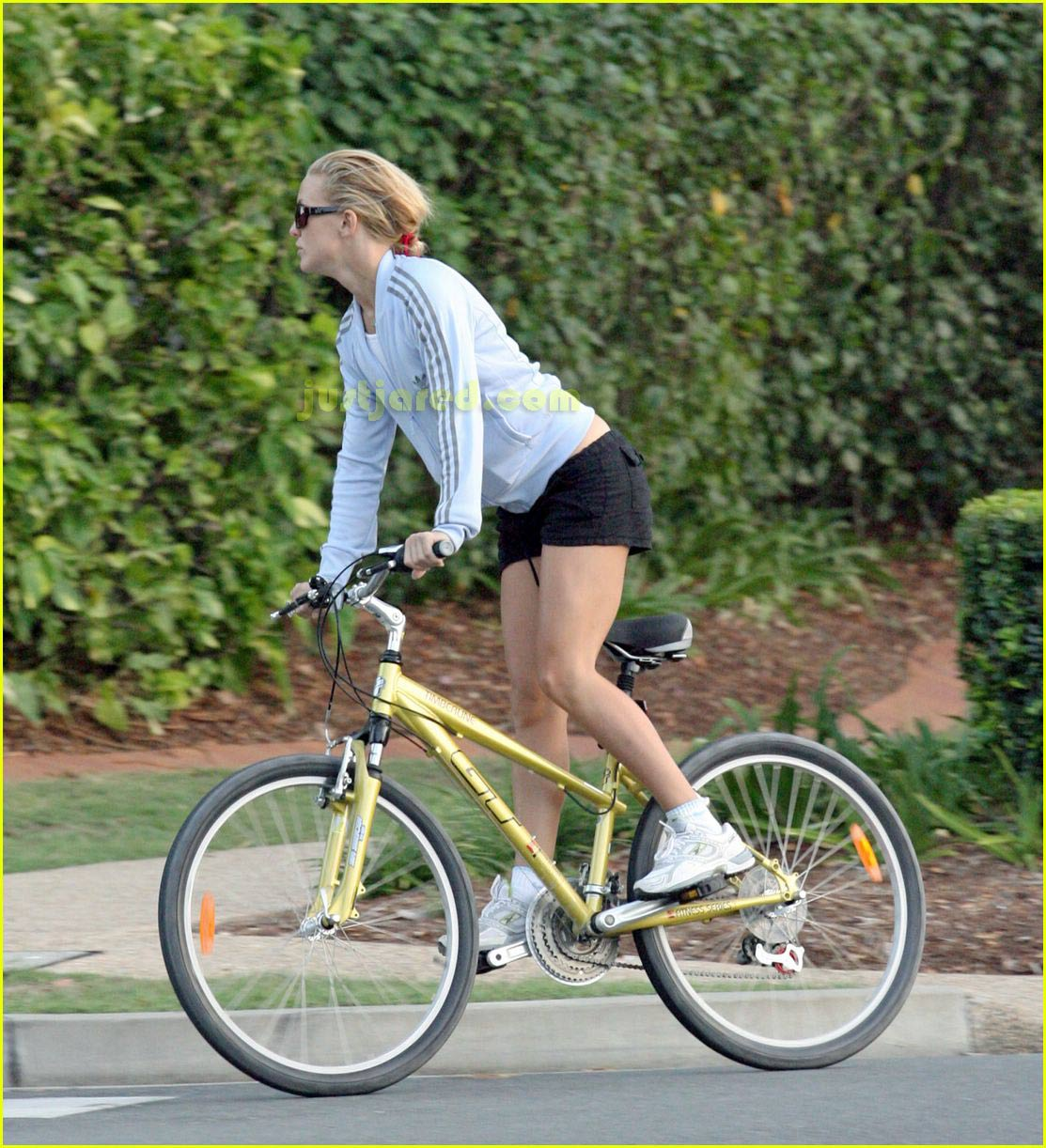 kate hudson owen wilson bike riding 07