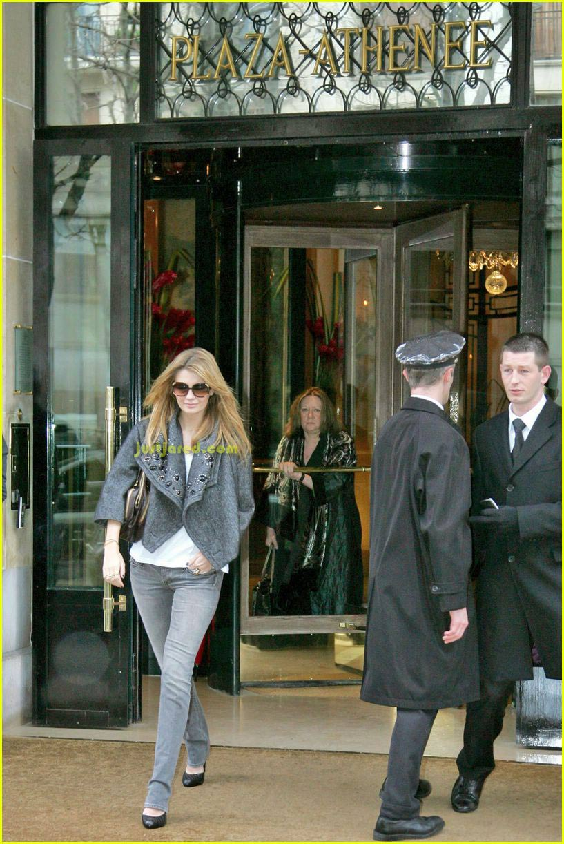 mischa barton paris 01