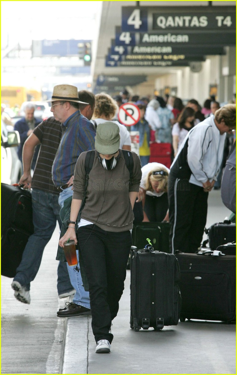 drew barrymore airport 02