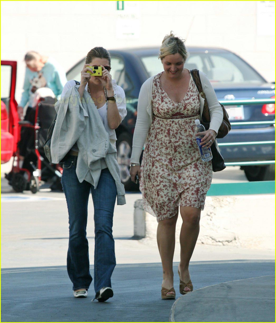 jessica biel taking pictures with camera 17
