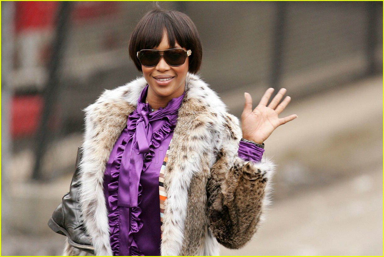 naomi campbell fur coat 02