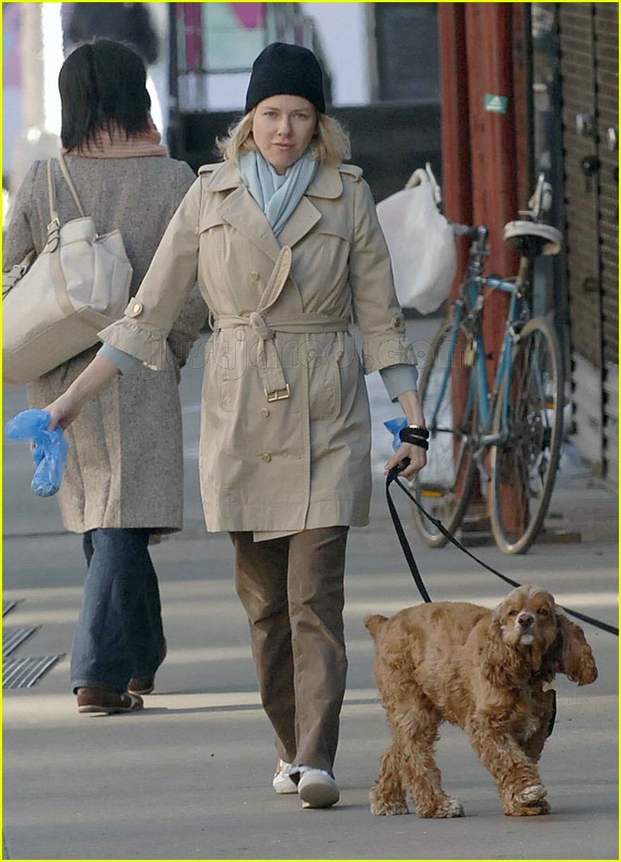 naomi watts dogs all tied up 01