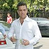 robbie-williams-aa-meeting-06.jpg