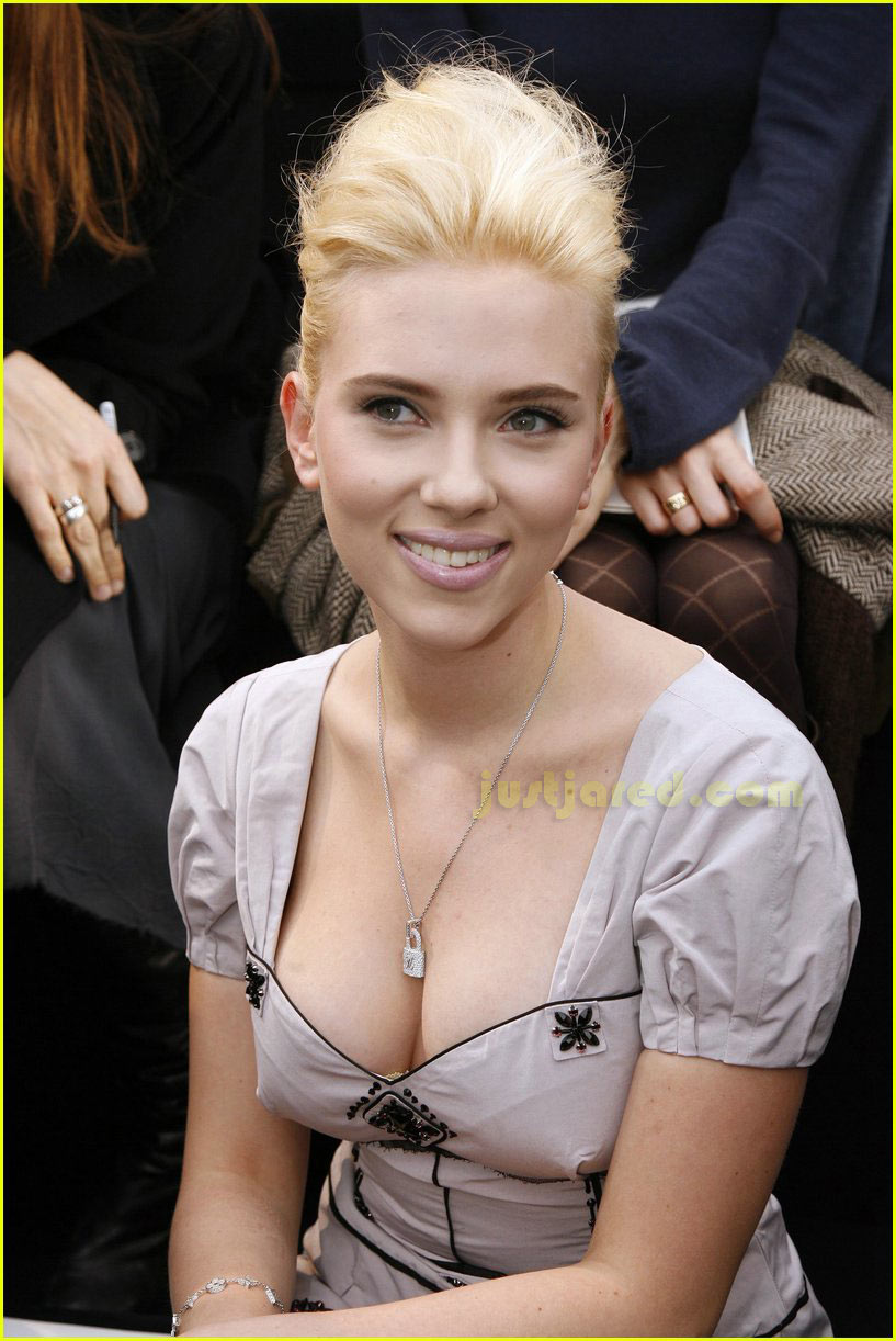 scarlett johansson paris fashion week 08