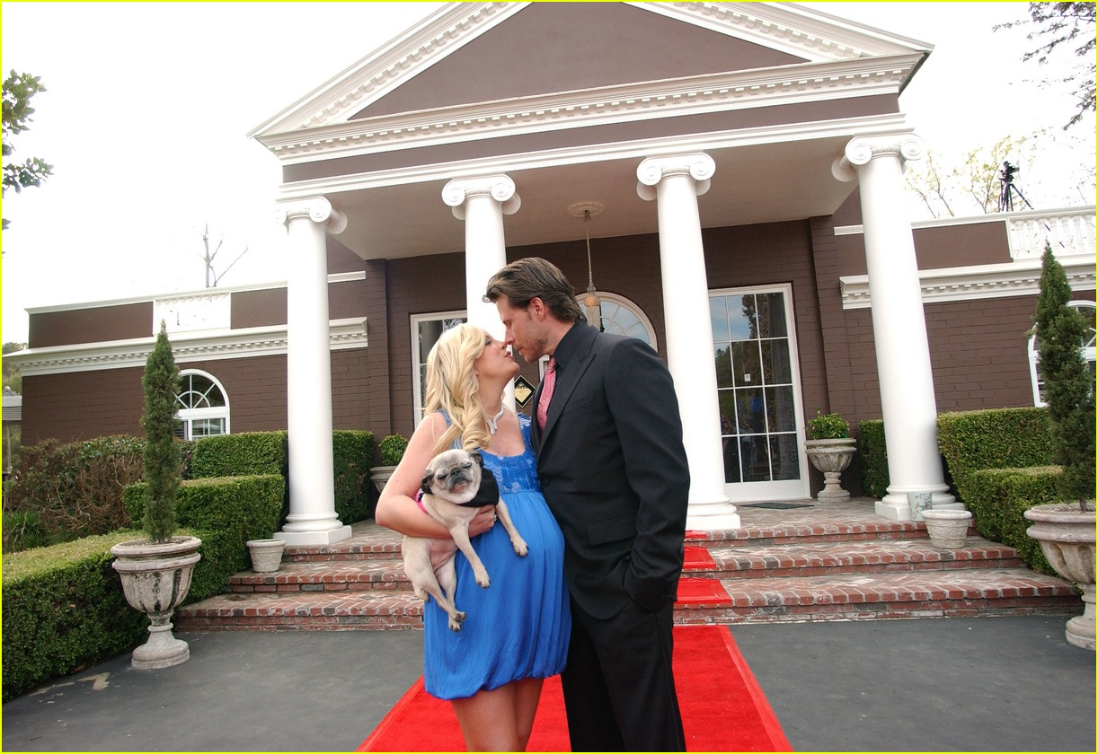 tori spelling bed and breakfast 02