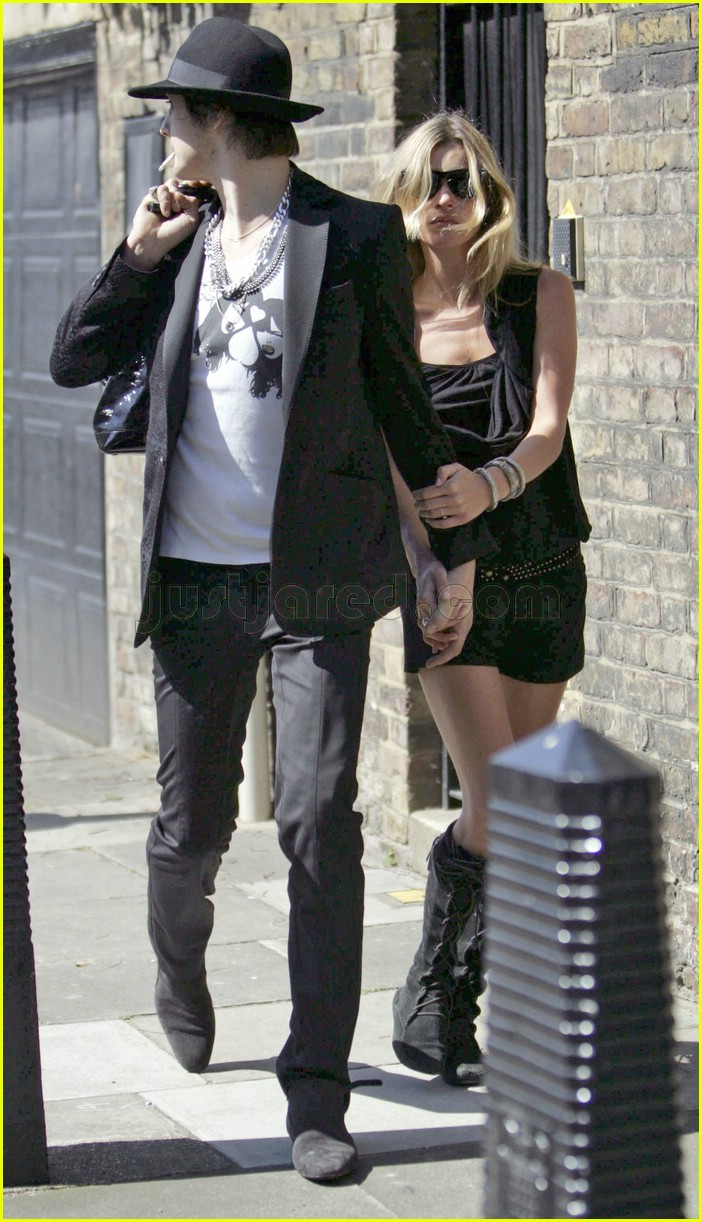kate moss pete doherty smoking 08