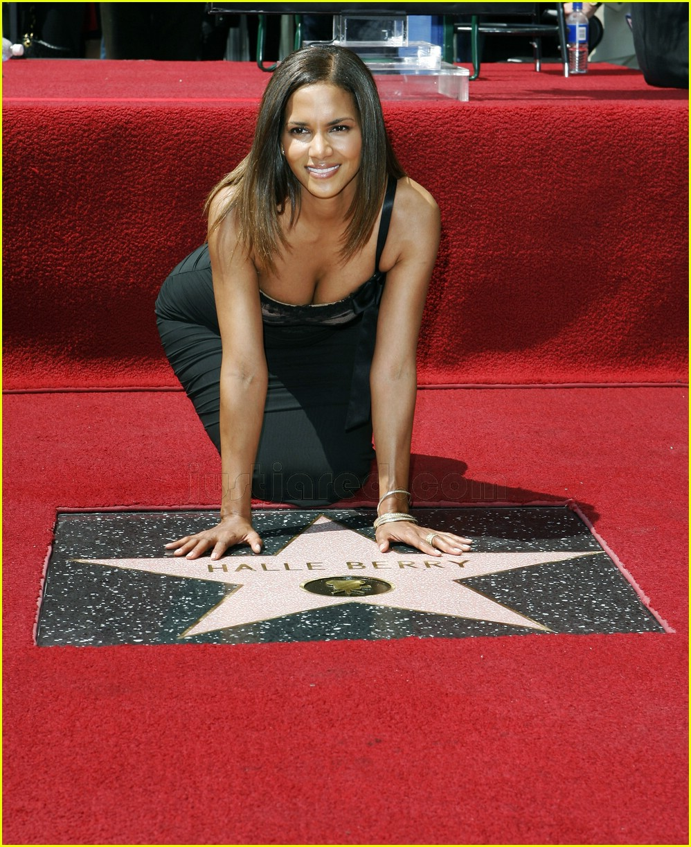 halle berry mom hollywood walk of fame star 0187911