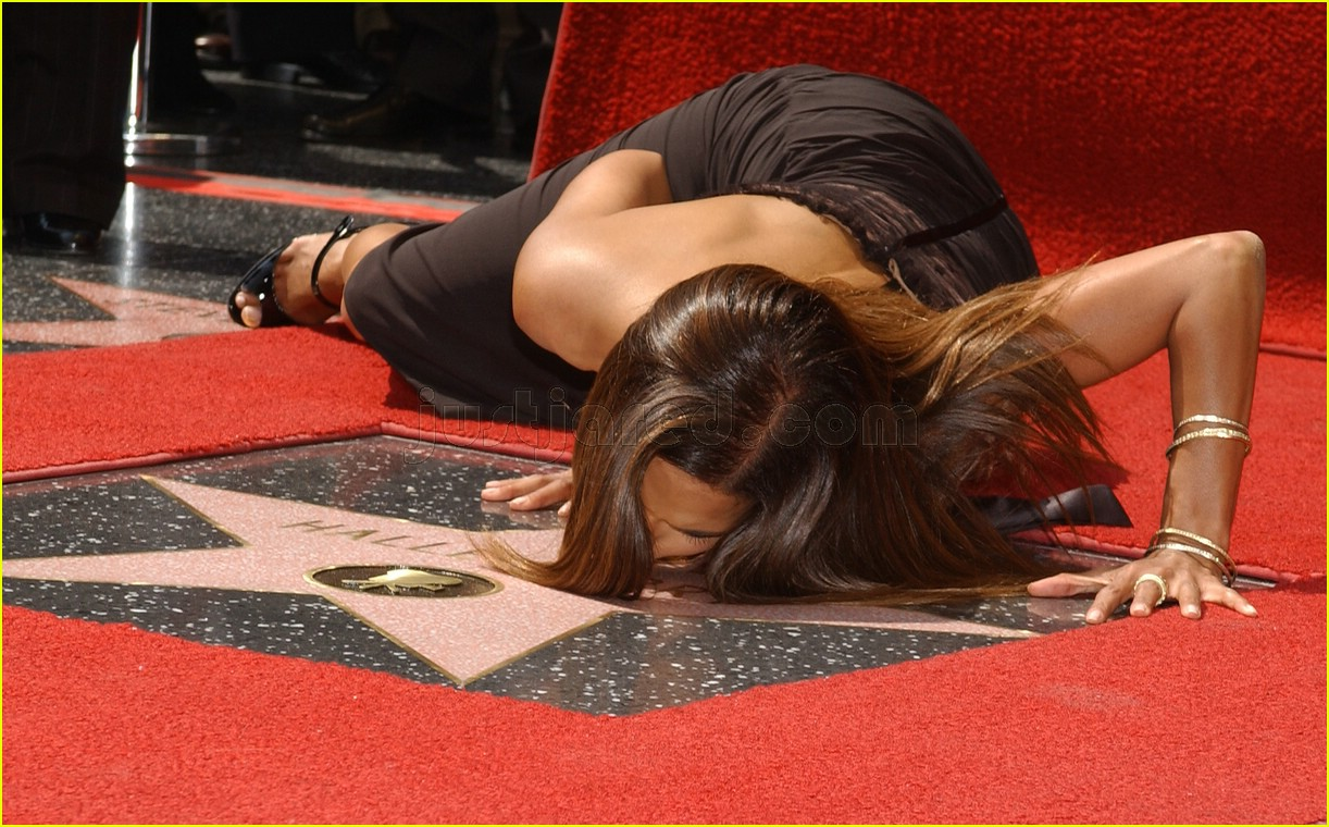 halle berry mom hollywood walk of fame star 2288121