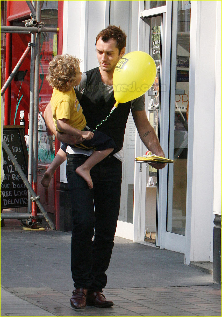 Full Sized Photo of rudy law jude law balloon | Photo 91451 | Just ... Jude Law