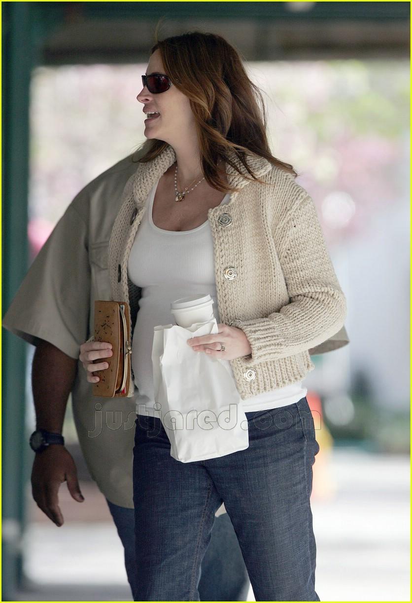 julia roberts baby bump 03