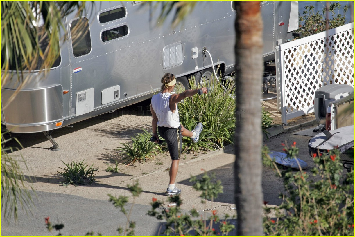 matthew mcconaughey exercising 09107161