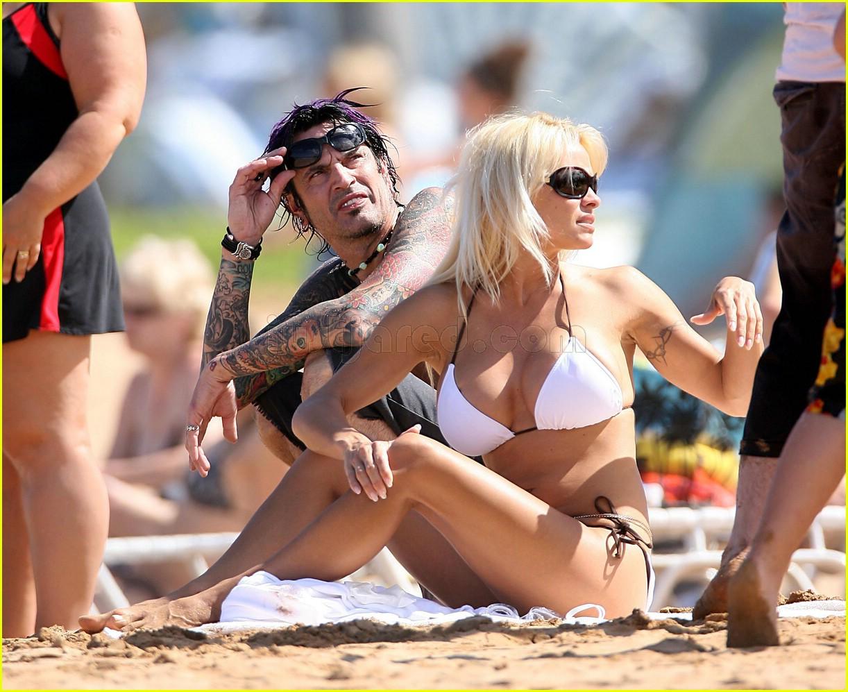 Pamela anderson tommy lee wedding bands - Pamela Pops Out In Hawaii Photo 98881 Bikini Celebrity Babies Pamela Anderson Shirtless Tommy Lee Pictures Just Jared