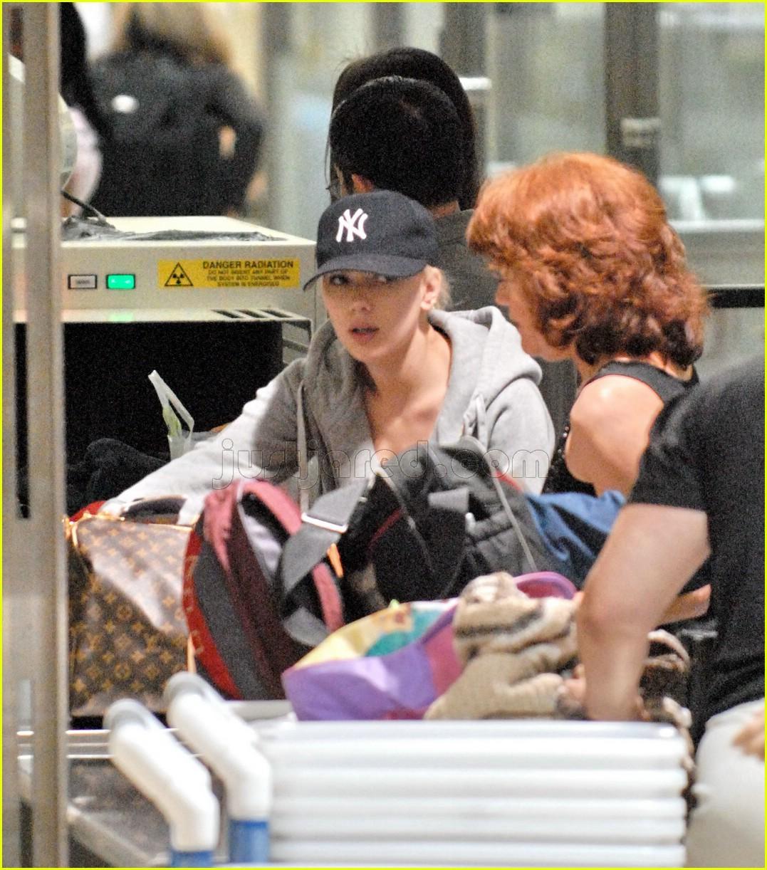 Full Sized Photo of sc... Scarlett Johansson
