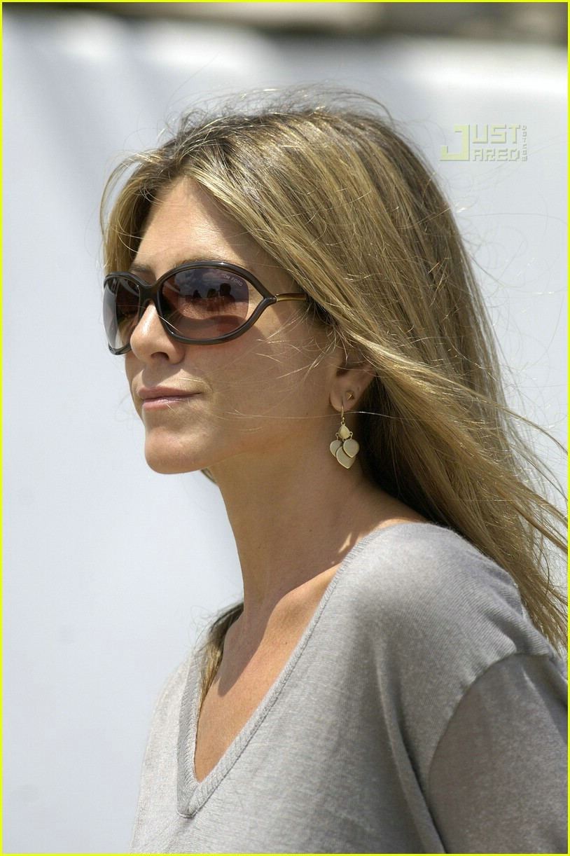 jennifer aniston memorial day 2007 03