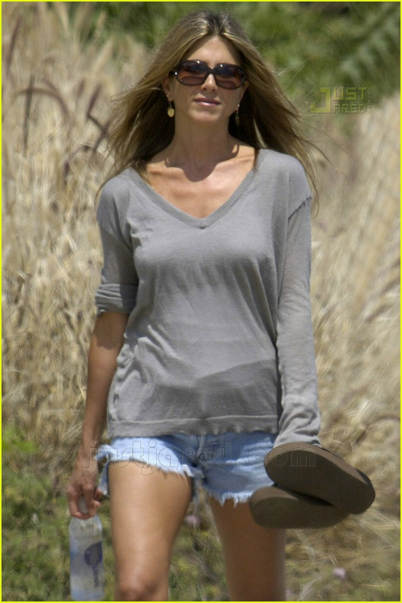 jennifer aniston memorial day 2007 07