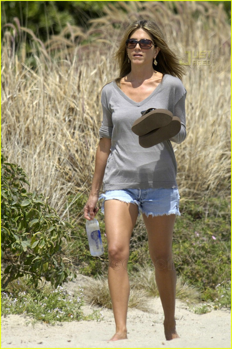 jennifer aniston memorial day 2007 12