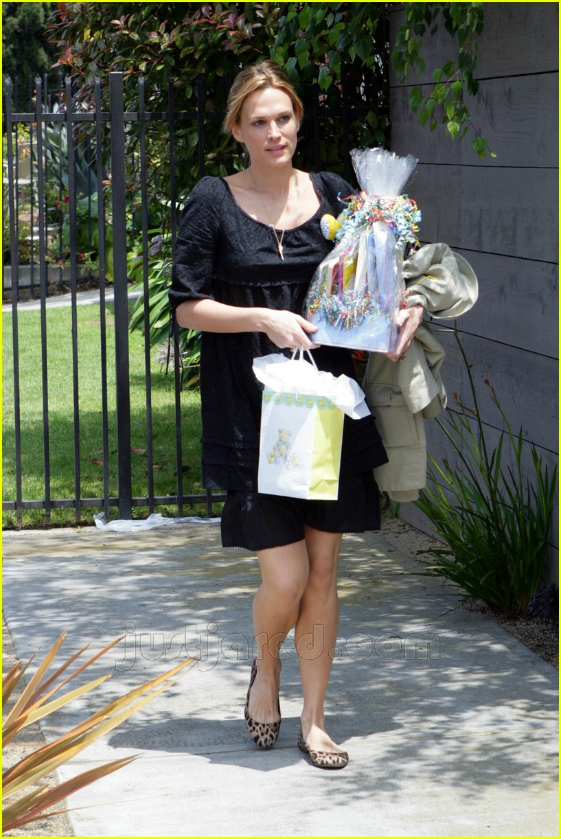 molly sims bridget moynahan baby shower 03