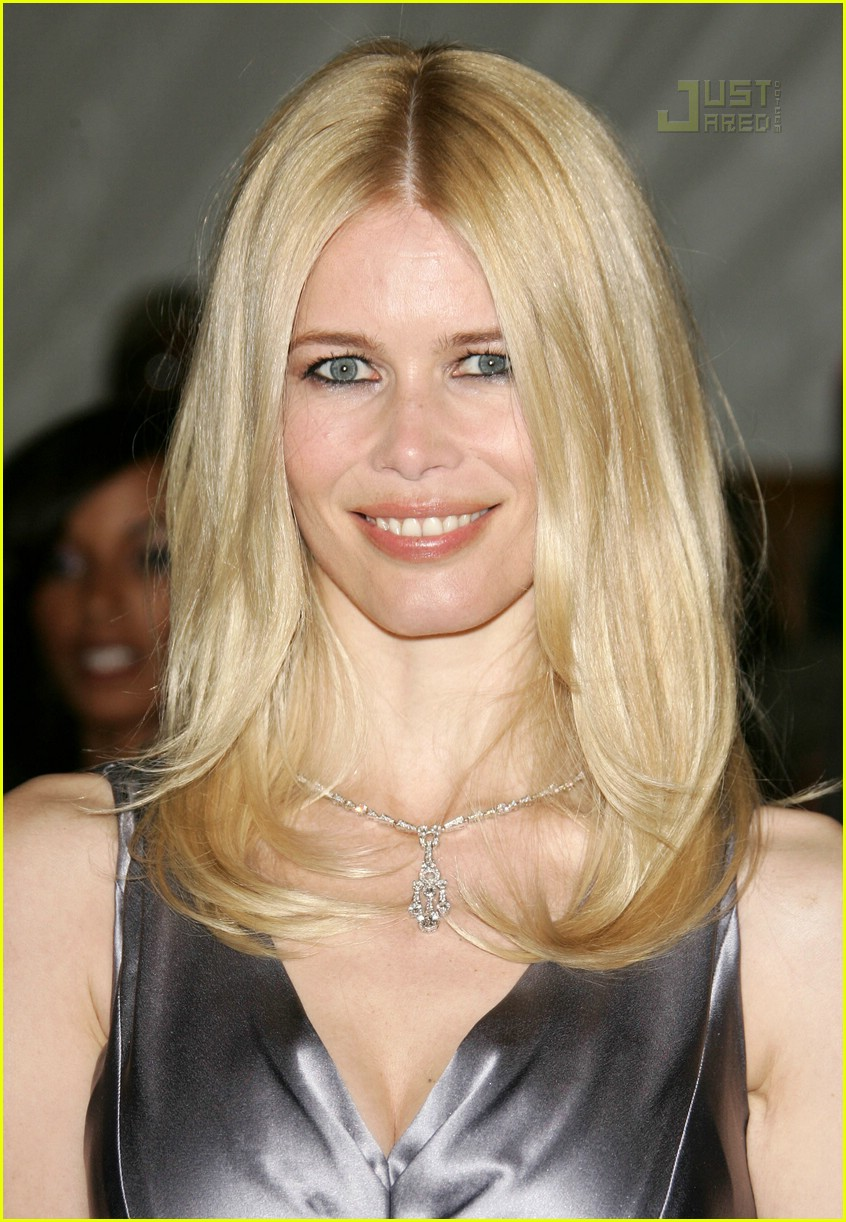 claudia schiffer costume institute 2007 02