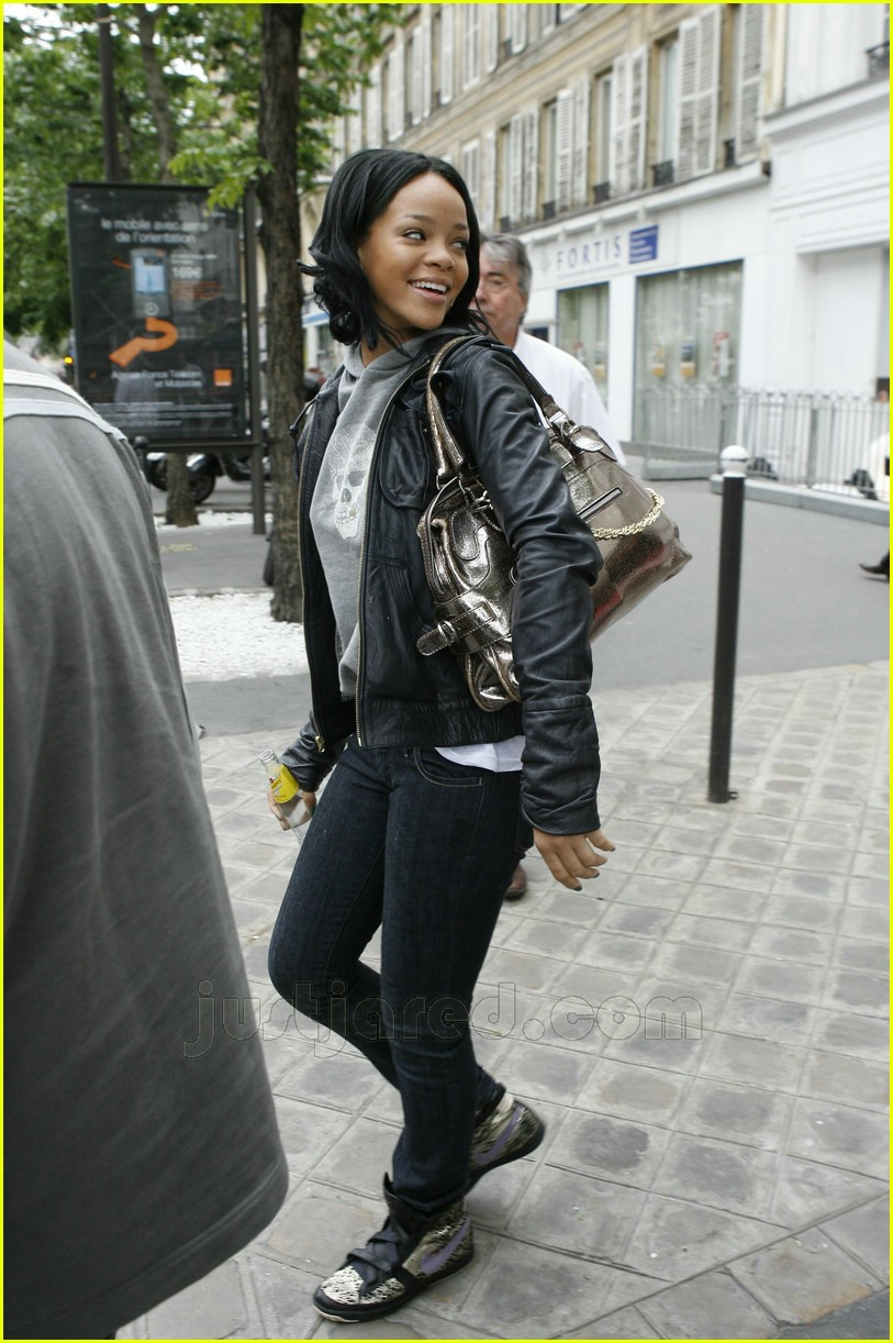02 rihanna curly hair