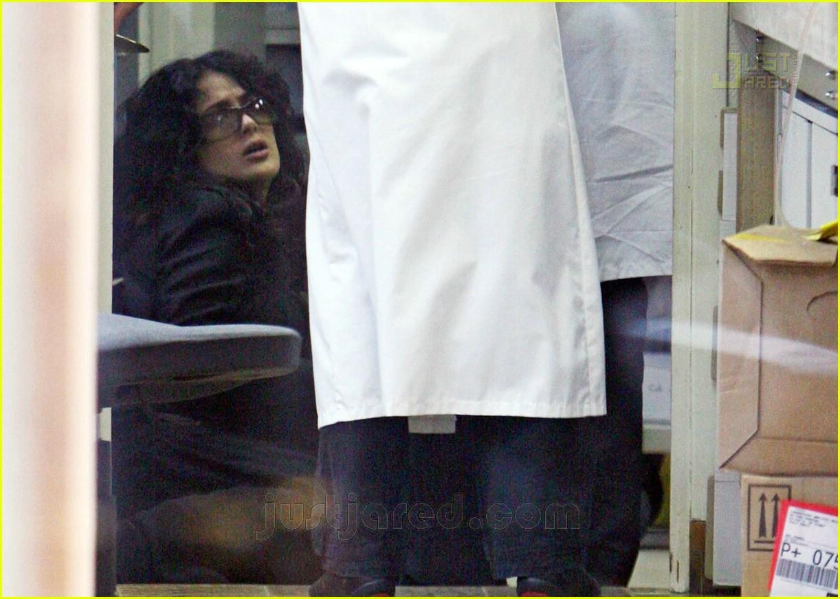 salma hayek pregnant 02
