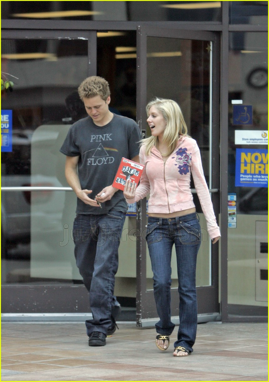 spencer pratt heidi montag kissing atm 02