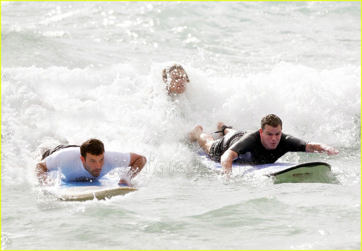 13 ben affleck matt damon surfing447351