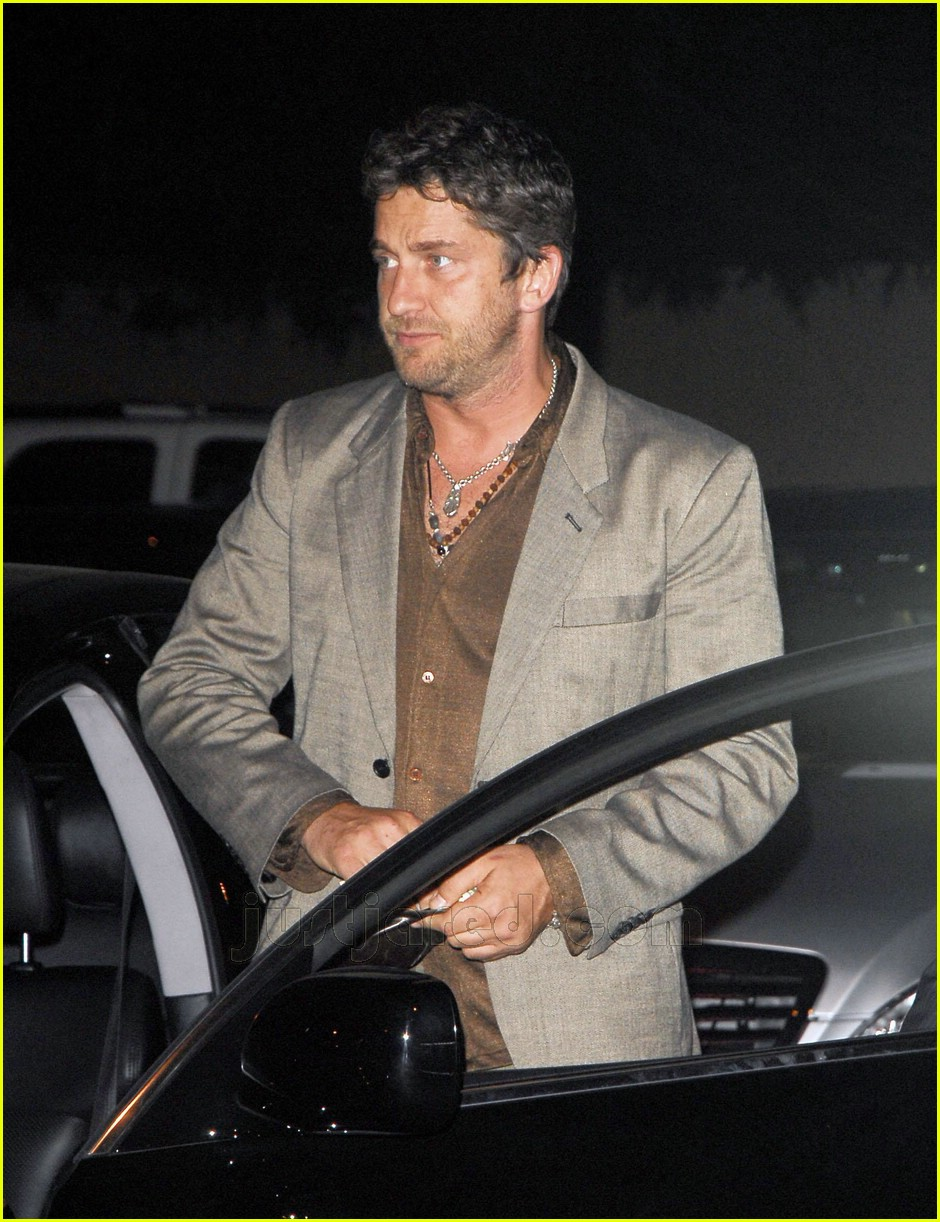 gerard butler area nightclub 01