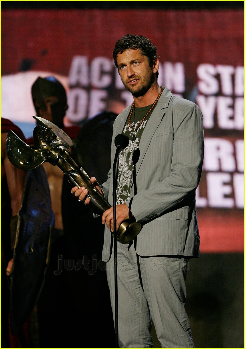 gerard butler world stunt awards 12