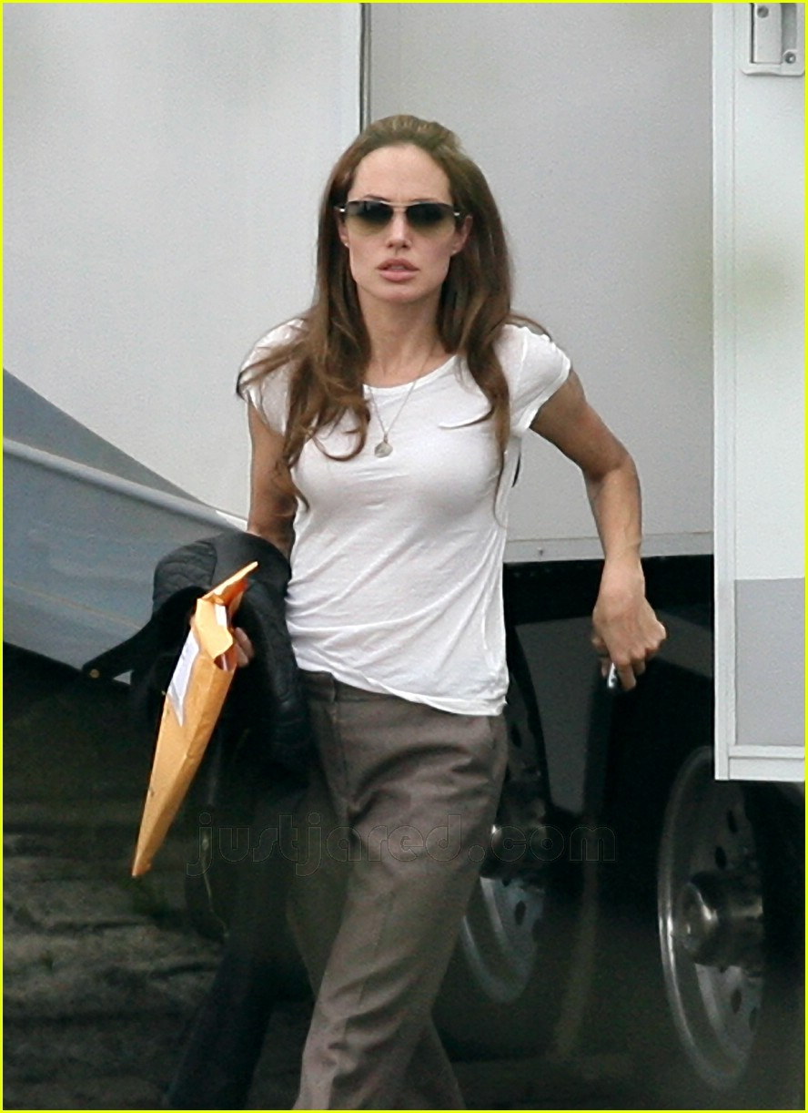 angelina jolie on the set of wanted 01