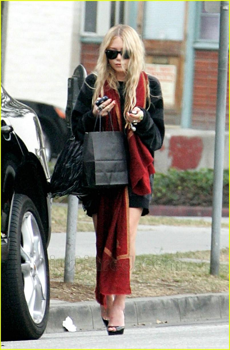 mary kate walks to car 01