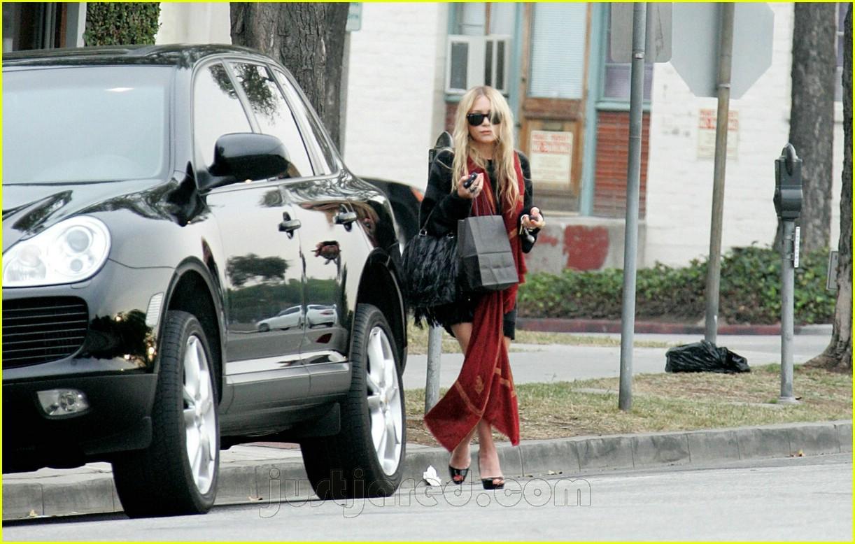 mary kate walks to car 02