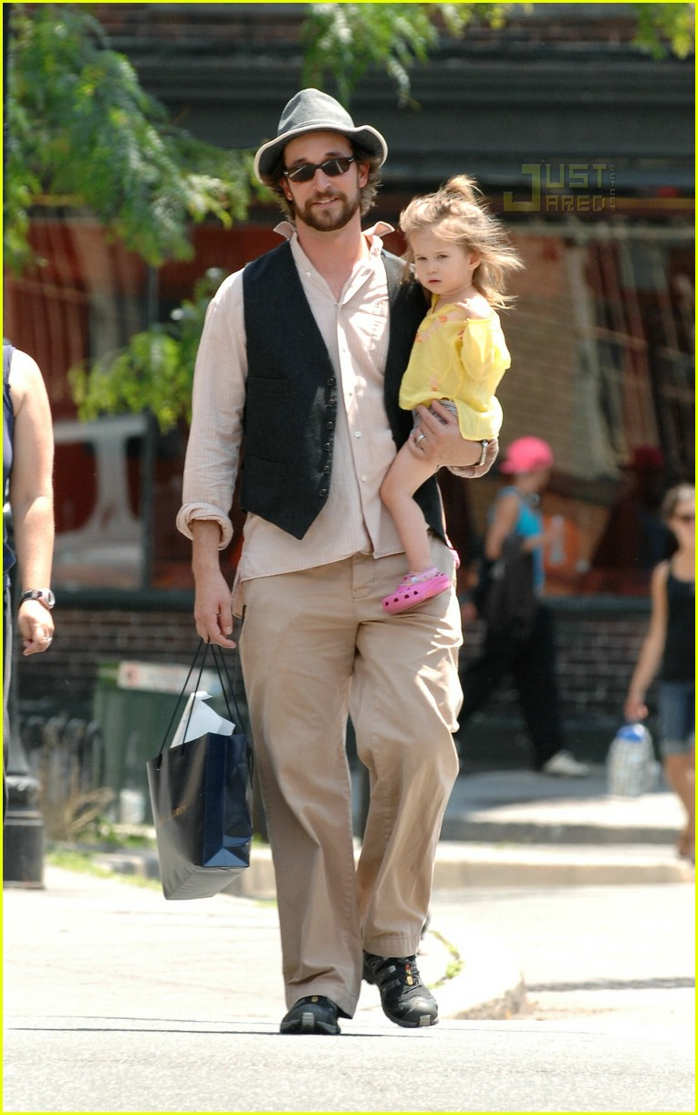 Full Sized Photo of 03 noah wyle daughter | Photo 421491 ...