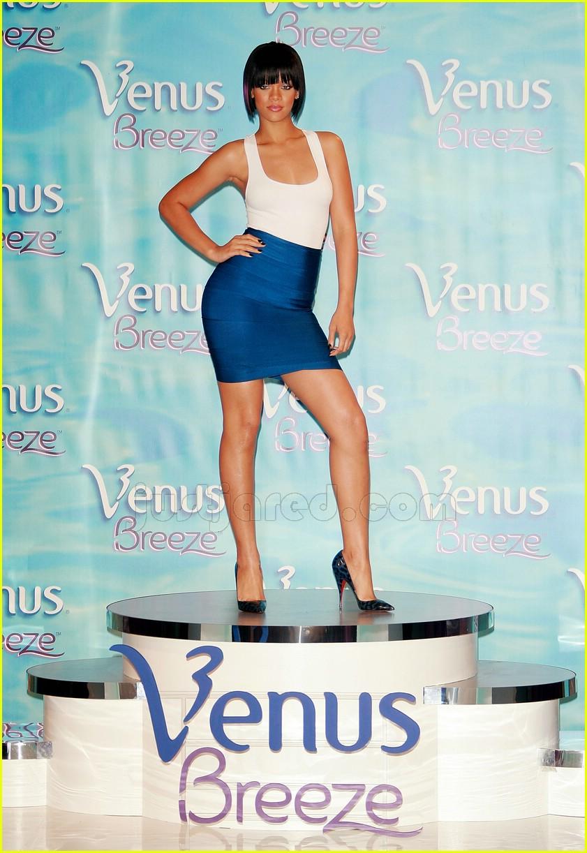 rihanna celebrity legs of a goddess 01