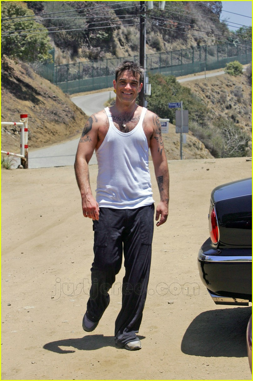 robbie williams sweaty soccer 03